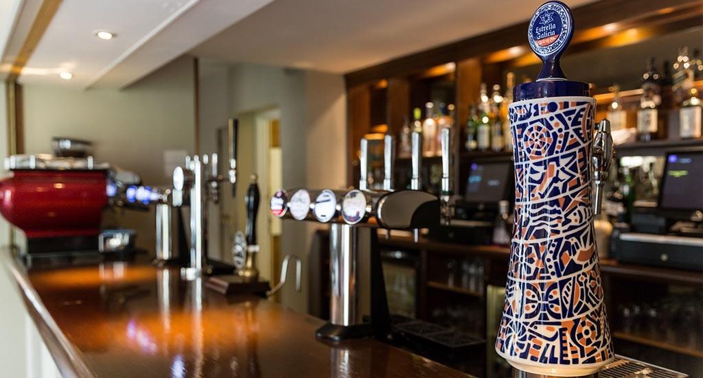 Bar & Lounge 1